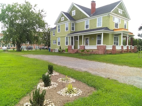 A Charmer Base for Eastern Shore Exploration