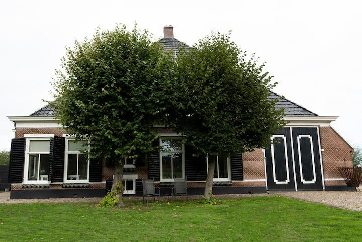 Authentiek voorhuis woonboerderij in Joure.