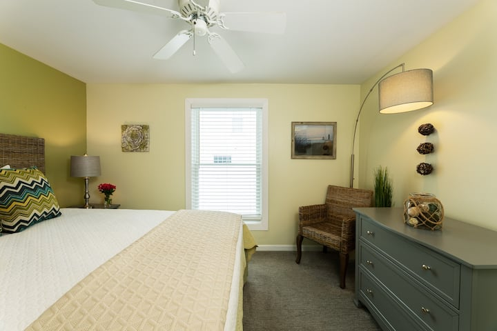 Dunegrass Room Family Room, Queen bed and 2 twins