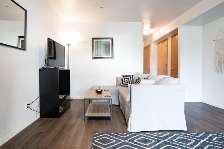 Cozy & Modern Guest Suite in Shoreline!