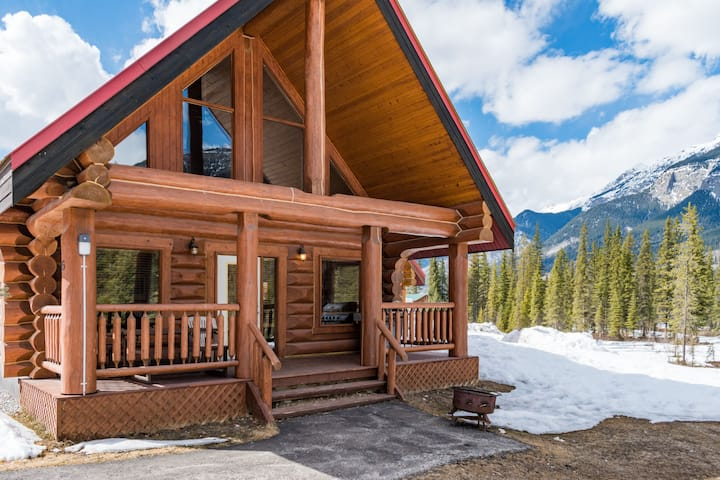 ✿✿Golden Getaway Cabin For Adventurous Travelers✿✿