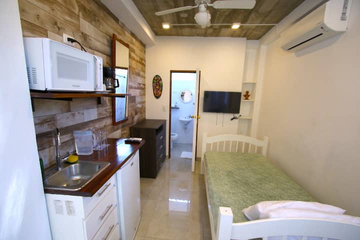 Mini-apartamento #1 entrada independiente con A/C
