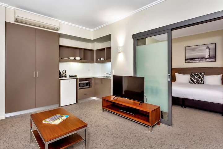 Spacious One Bedroom Suite in central Fremantle