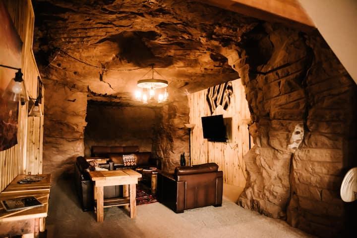 Hanksville Red Rock Cave Home - A Desert Paradise