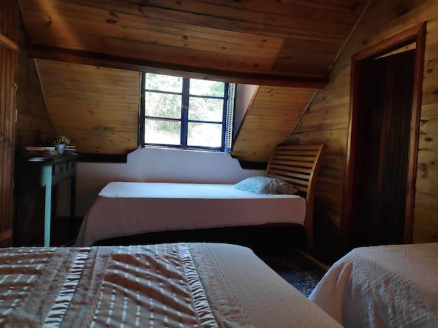 Vista do quarto conjugado para a montanha