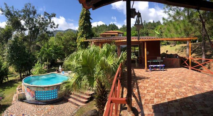 Bella Casa de Montaña con Piscina