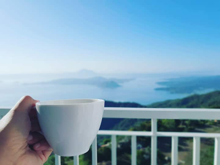 Tagaytay Wind Oasis - Breathtaking View of Taal!