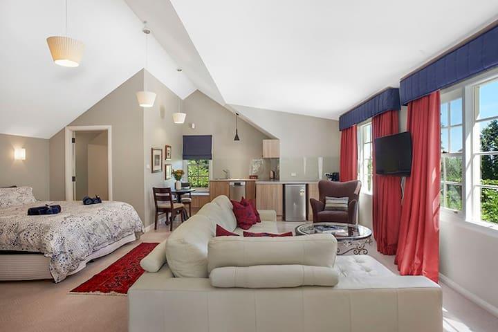 Dennarque Estate Camellia Lodge - Mount Wilson