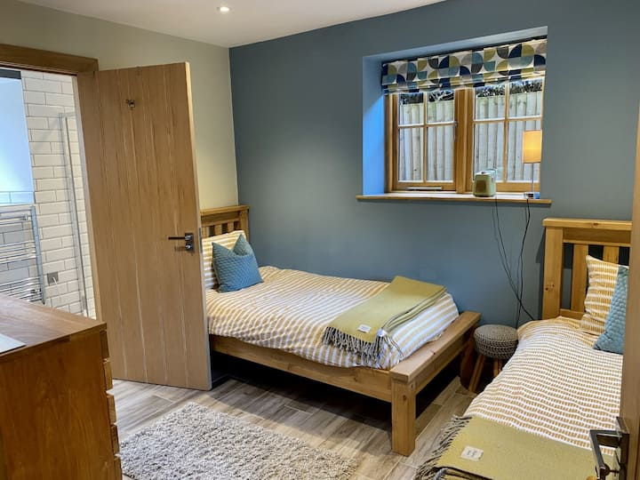 Twin room with own bathroom Near Stonehenge