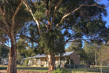 Banksia Cottage- Valley View-The Summit- S'thorpe