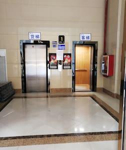电梯出入口
