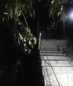 A escadaria para o Studio é iluminado