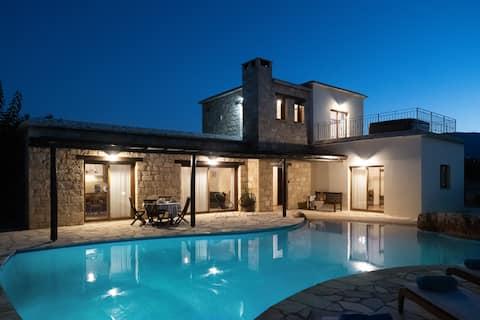 Villa Carob Shade saját medencével