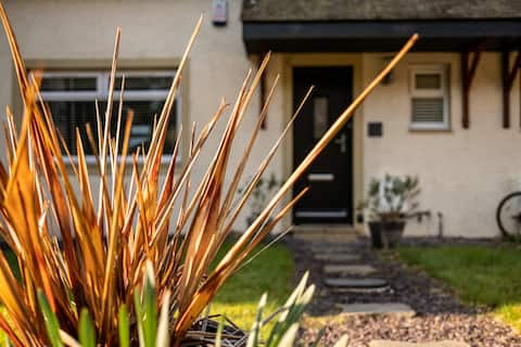 Luxury, tranquil cottage Troon, golfers paradise