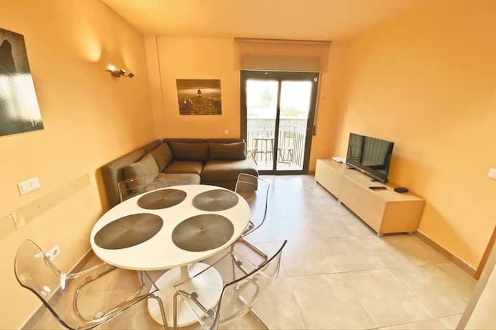 Urban Manresa City center apartment with balcony