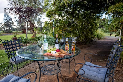 EdenValley Private Manicured Gardens with Fire Pit