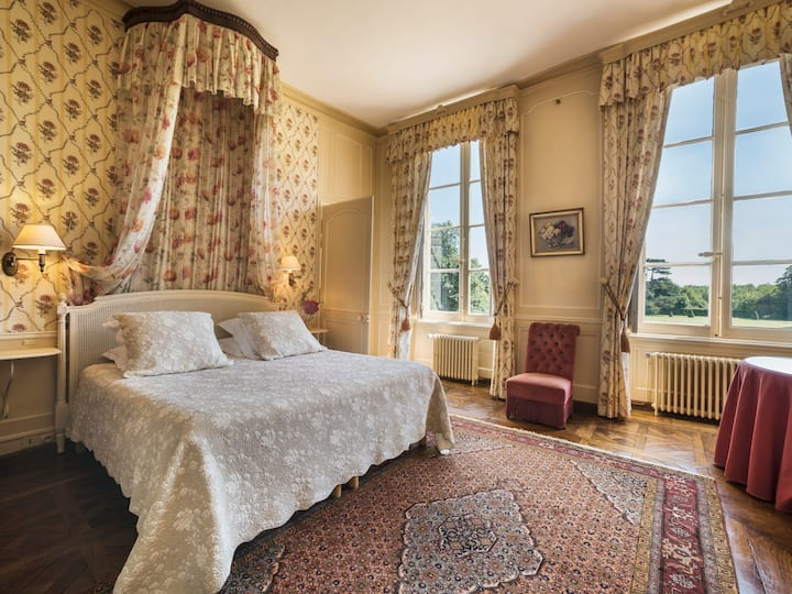 ⚜Live in an 18th C Château⚜ & Visit Mont St Michel