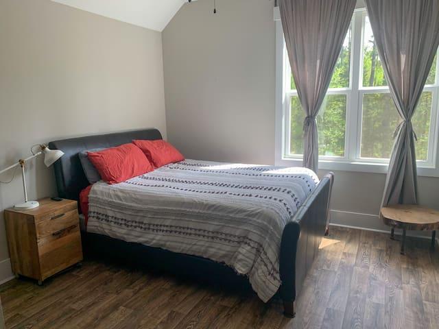 Upstairs Guest Bedroom, Attached full bathroom, Queen Sleeps 2