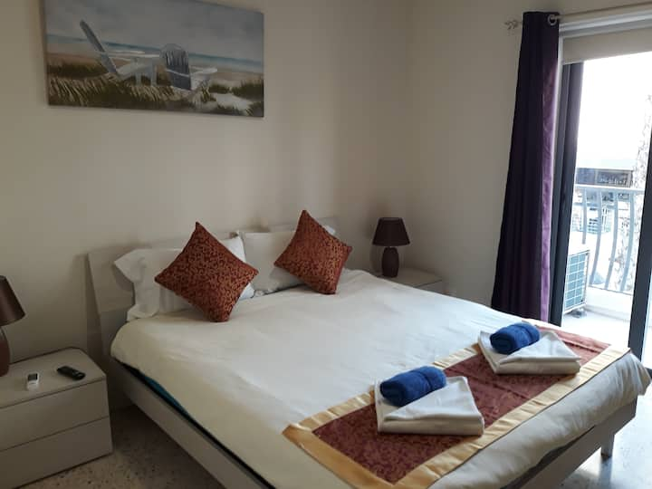 Sea Breeze Bay Guestrooms. Double Rm + Balcony 1A