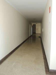 Este é o corredor segundo andar, mas com acesso ao elevador