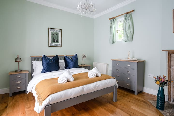 This is a fantastic one-bedroom apartment for city breaks and weekends away.