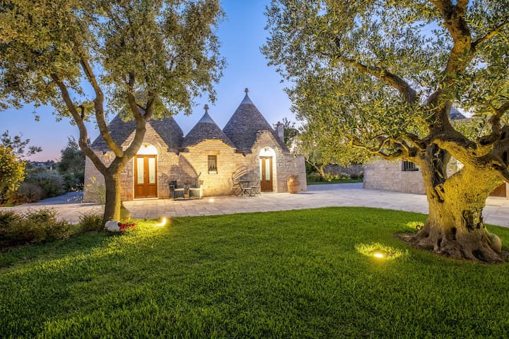 Large trullo apartment with pool in farm
