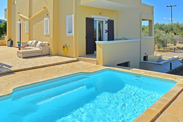 VILLA KONSTANTINOS with 3 bedrooms 160 m2