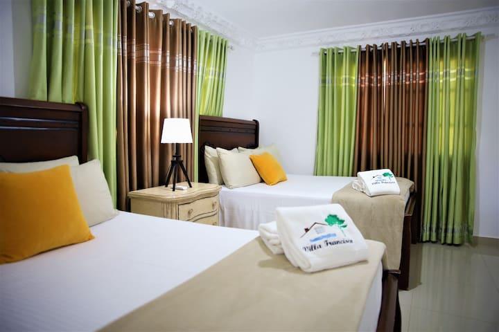 Habitación con dos camas Queen