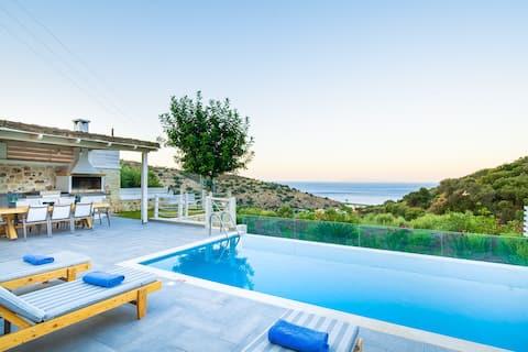 """""""ERVIN"""" Havudsigt Villa - privat swimmingpool!"""
