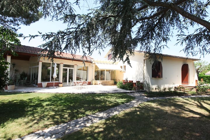 Villa + piscine + parc  arboré à 15 mn de Toulouse