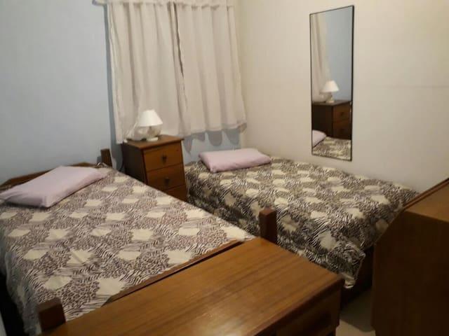 Dormitório 2 - solteiro + armários