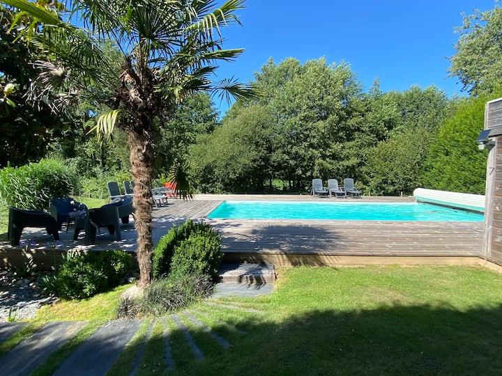 Maison contemporaine avec piscine chauffée privée