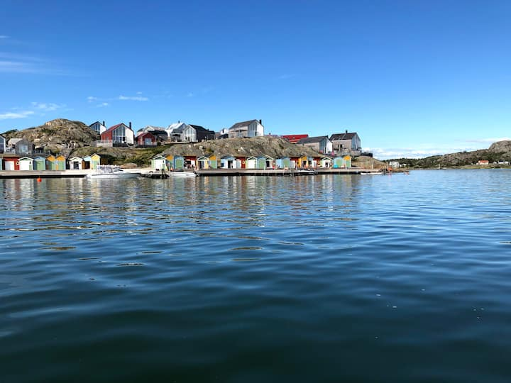 Bohuslän Sea Lodge-with a boathouse in the marina