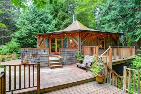 Ghost Salmon Cabin in a Cedar Tree Grove
