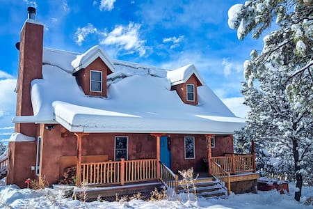 ★Taos Private Home- Ski, Hike, Fireplace, Peaceful