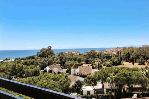 2 Bed Puerto Banus w/sea view - 3' walk to beach
