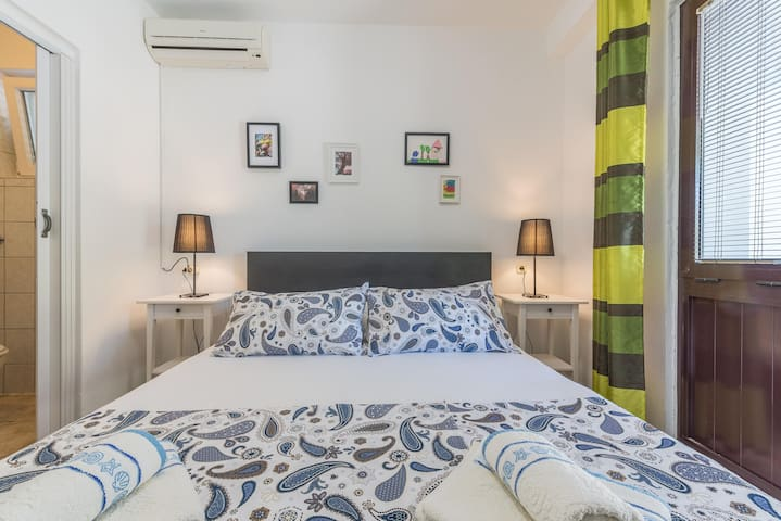 Cozy accommodation for 2 persons with a private terrace, bathroom with a shower, fridge, TV, air condition