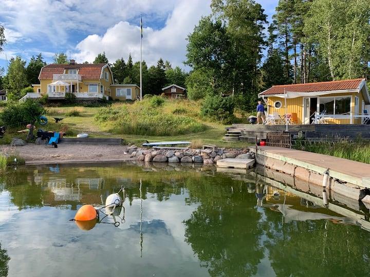 Sommarhus i Sthlms skärgård med havstomt & brygga