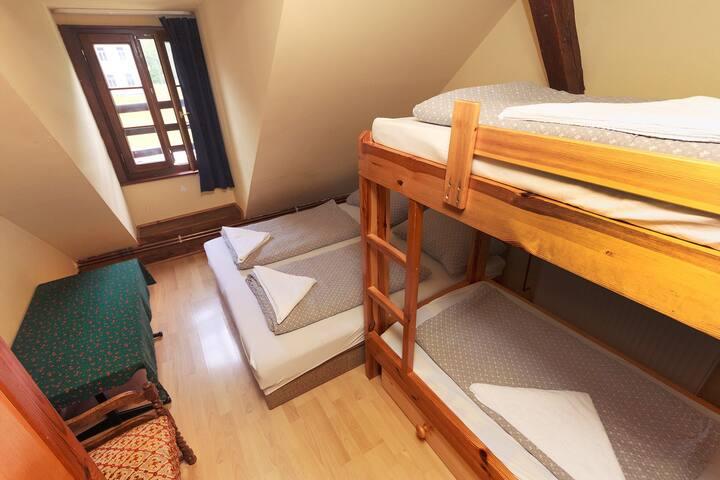 Four bed room Nr.5 Pension Black Sheeps Adventures