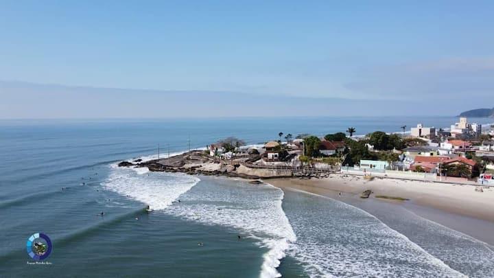 Beira mar, na beleza do Pico de Matinhos