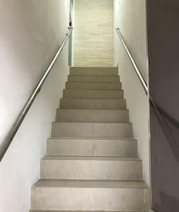 Entrada principal do loft, somente esse lance de escadas!