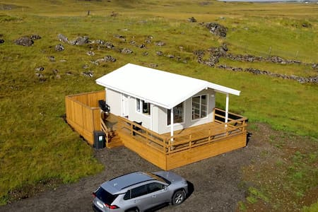 EYVÍK Cottage (central to the Golden Circle) #A