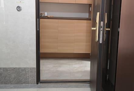 出电梯就是入户门 不会有任何障碍