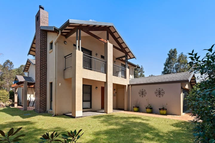 Hunter Valley house on Vintage Golf Course