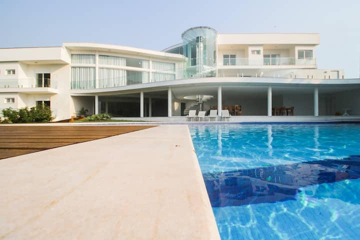 Casa paradisíaca com vista para o mar