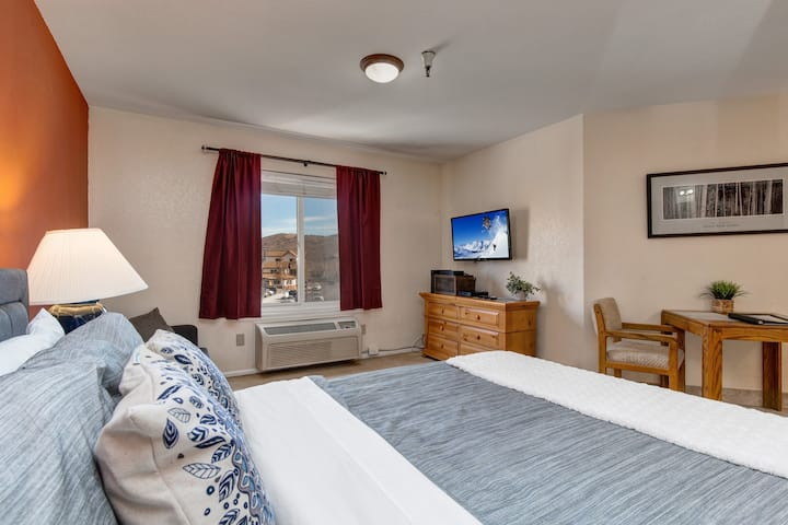 Downtown! 3min to Main-Free Shuttle-HotTub/Pool