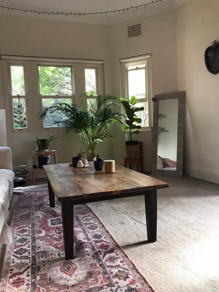 Love-filled bedroom in Manly (Fairlight)