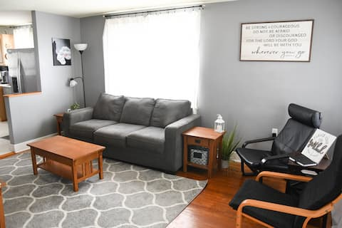 Highspire Hideaway 20 min to hrshyprk *King bed*