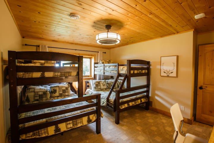 Downstairs bunk bedroom