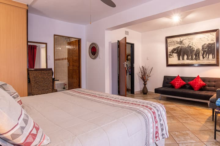 Elephant Coast Guesthouse Twin Room D